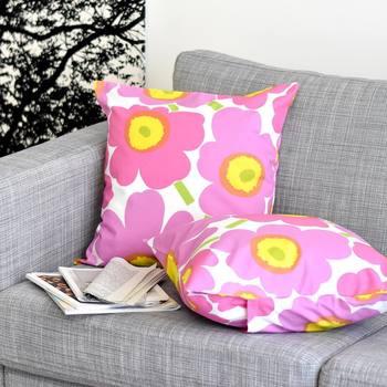 色によってイメージが変わる定番人気のmarimekkoの「PIENIUNIKKO」も、ピンクをワンアクセントに。