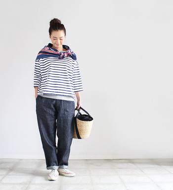 フランスでは知らない人はいないといわれるほど有名なルミノアというブランドのボーダーカットソーです。肩の落ちたドロップショルダーのシルエットがとてもきれいですね。横広になったデザインなので、パンツにもスカートにもよく似合います。