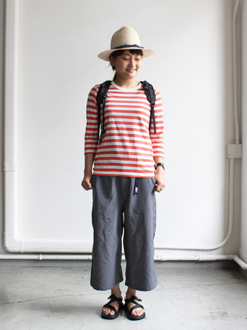 こちらも同じマイヨのボーダーカットソーですが、上のものより少し薄手なのでインナーとしても着ることができる便利なアイテムです。一枚で着ても、重ね着をしても様になるというのはこれからの季節、重宝します。