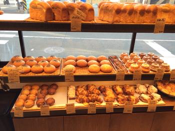 日常的に食べられそうなシンプルなパンが多いですが、どこかにオリジナルなテイストを感じさせられます。