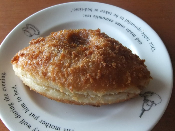 筆者のおすすめパンは、一番人気の「カレーパン」。自家製のルーはトマトベースで酸味がほどよいです。