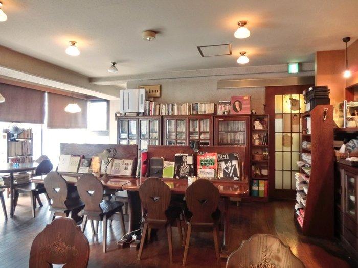 店内には様々な本が。楽しい出会いもありそうです。