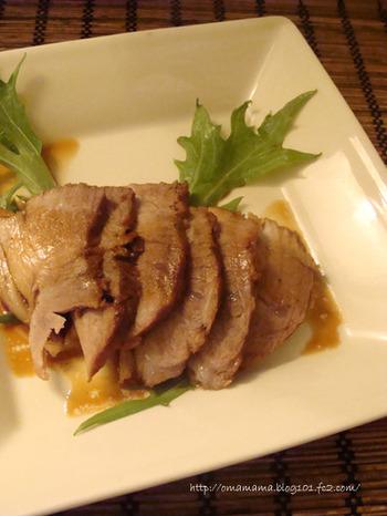じっくり煮込まなければいけない焼き豚も、ストウブなら煮崩れせずにしっかりと奥にまで味がしみます。