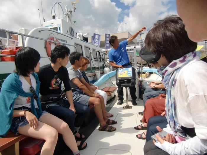 エンジンつきのボートクルーズだから、体力がなくても、泳げなくても大丈夫。0歳の赤ちゃんから参加OKです。