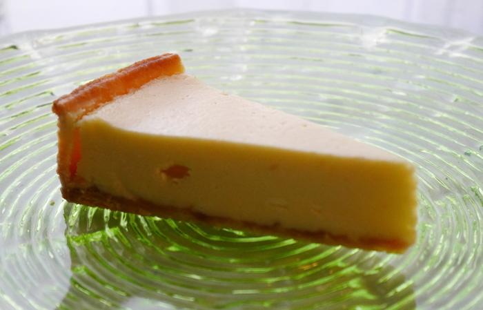 中目黒のチーズケーキといえば、こちらのお店を指すくらい有名になったヨハン。ヨハンのチーズケーキは、やさしいチーズ本来の美味しさを堪能することができるんですよ。ちょっとした手土産にぴったりなスイーツとして覚えておくといいですね。