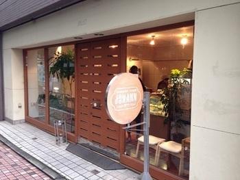 中目黒駅から徒歩3分ほどのところにあるチーズケーキ専門店のヨハン。創業者である和田さんはアメリカのお友達にご馳走になった手作りのチーズケーキの味に感動して、定年退職したあとにヨハンを開きました。