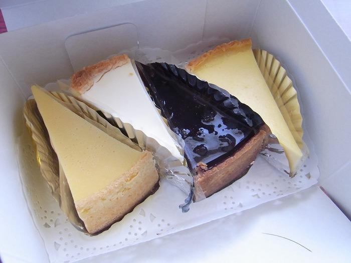 ヨハンのチーズケーキは全部で4種類。ナチュラル、メロー、サワークリーム、ブルーベリーというラインナップで、どれを食べようかと迷ってしまいますね。