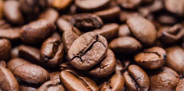 芳ばしい香りにつつまれて口にするコーヒーは、日常の忙しさを忘れてほっと気持ちをくつろがせてくれます。