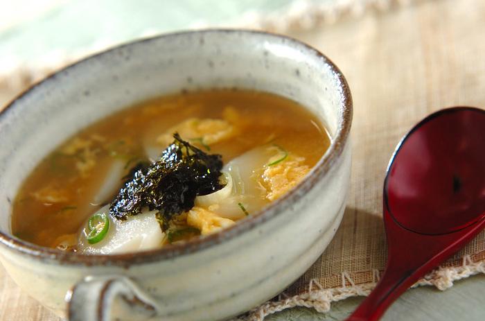 「うどんだし」の出汁が香る、ほっと優しいスープです。ご飯やひき肉炒めをプラスしてボリュームアップもいいですね◎