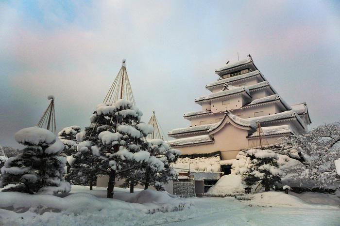 紅葉や雪の季節も美しく映える城郭。何度も足を運びたくなりますね。