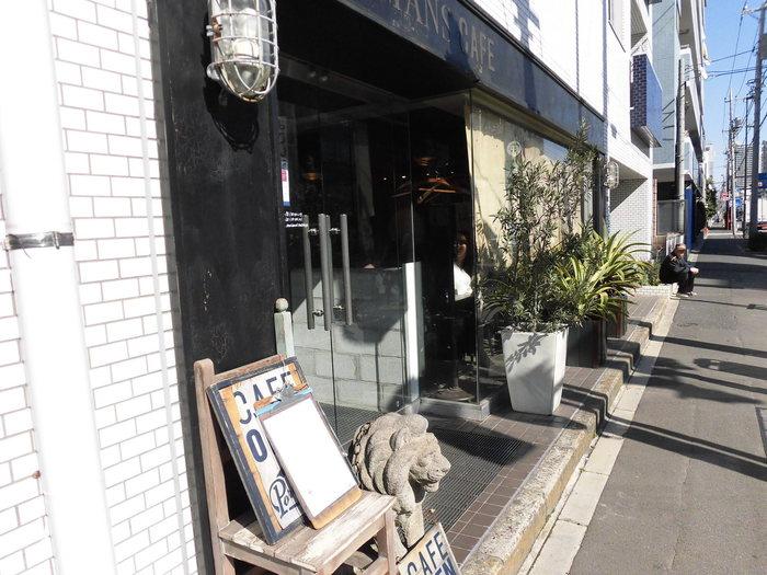 築30年のビルの一階をセルフ・リノベーションして作り上げた、こだわりのインテリアがおしゃれなカフェ。ワークショップや雑貨の販売も行っていて、カルチャーの発信地になっています。