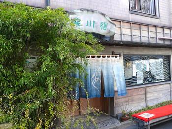 清澄白河に来たら一度は食べたいのが郷土料理百選に選ばれた「深川飯」。江戸の下町風情を感じるお店の佇まいも魅力的です。