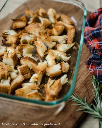 このクルトンをサラダやスープに使えば、ローズマリーの香りで一気にスペシャルな1品になっちゃいます。おつまみとしてそのまま食べても美味!