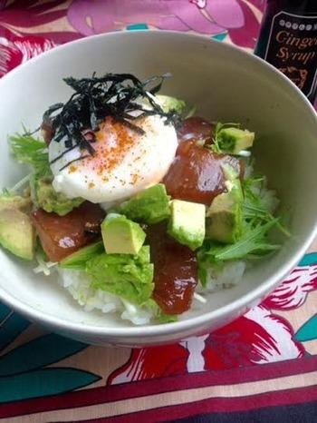 鮮魚と相性も良いから、こんな丼も美味しそう♪ シャキシャキの水菜と半熟玉子を豪快にまぜて頂きます♪