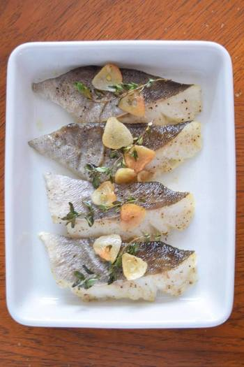 タイムは、じっくり焼かれてたオーブン料理でも風味が消えることなく楽しめます。たまには、魚をおしゃれに調理してみませんか?
