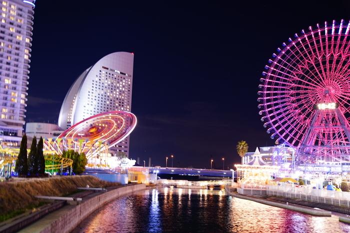 ドライブやデートにぴったりな、お洒落な海街として全国でも指折りの観光地である横浜。元町中華街で食べ歩き、山下公園で海を見ながら散歩をしたり、夜はみなとみらいエリアで絶景の夜景を見ながらショピング。おすすめスポットが横浜にはたくさんあります。