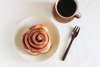 甘みたっぷりのシナモンロールだからこそ、ほろ苦いコーヒーととてもよく合います。