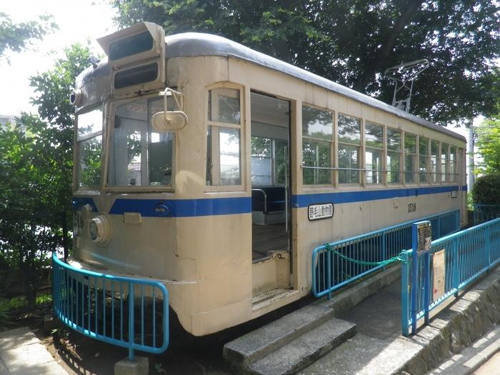 動物園内には、日本で最初の鉄道が現在の桜木町駅に誕生したときに走っていた車両が展示されています。