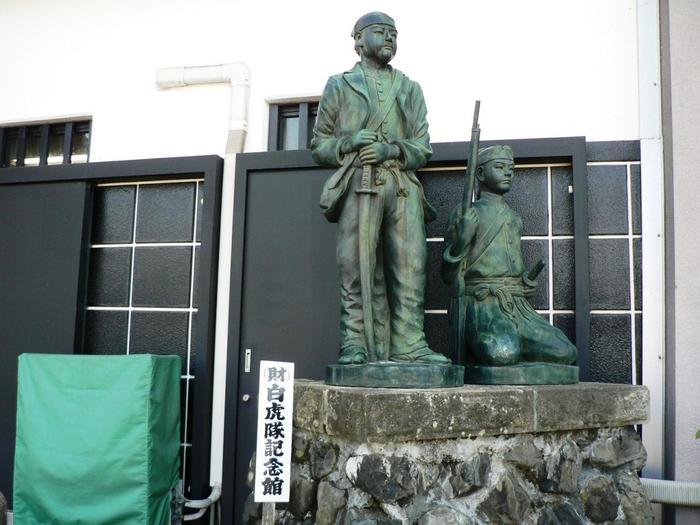 いまなお福島の悲劇として語りつがれる白虎隊を知るにはまずはこちらへ。  16歳から17歳の若き少年たちがふるさとを守るために散った足跡がたくさん残されています。