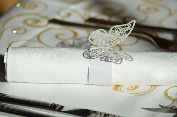 こんなモチーフがついたナプキンリングもとっても可愛い!ペーパーだからこそできるアートですね。