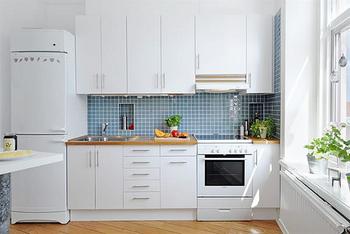 ちょっとしたアイディアや工夫で、キッチンの収納はもっと便利にキレイにまとまります。一つ一つのスペースを見直して、素敵なキッチン作りを実現して下さいね!