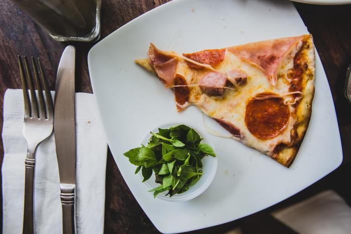 ハーブの定番、すっとした香りのバジル。丸みのある可愛らしい葉っぱは、盛り付けのアクセントにもぴったり。ピザ以外にも色々な料理で活躍しますよ。