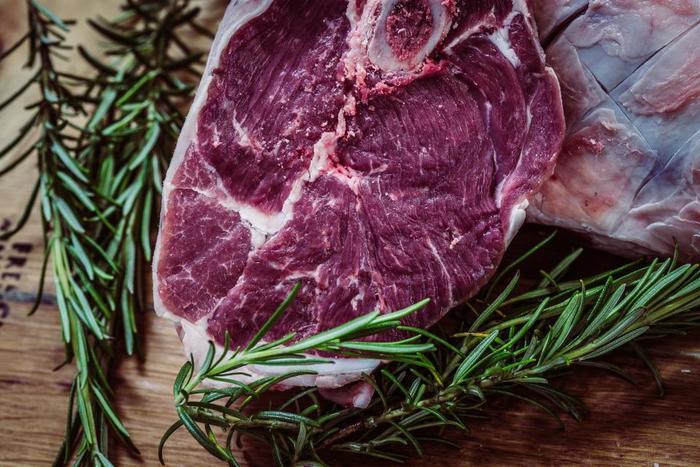 強い香りを持つローズマリーは、肉料理にぴったりのハーブですが、今回はお肉以外のレシピもご紹介していきます!