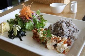 日替わりのランチプレートは、和食やパスタがあります。どのお料理も盛り付けが綺麗で美味しいお料理が頂けます。