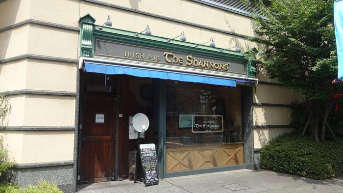 シャノンズはJR大崎駅新東口から徒歩2~3分、ゲートシティ大崎内にあるアイリッシュパブです。