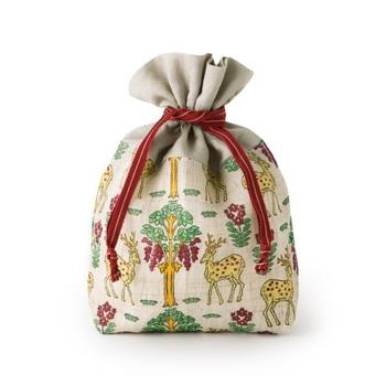 こちらも「手積み手織り麻」に手捺染の巾着。裏地が付いたしっかりした作りになっているので、ポーチ代わりにする以外にも単体で小さめのバッグとして使えます。
