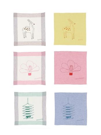 中川政七商店の人気ハンカチブランド「motta」が、パリやバルセロナで活躍するアーティストのフィリップ・ワイズベッカー氏とコラボしました。  いずれも奈良をモチーフにした図柄です。真ん中のモチーフは「のりこぼし」という椿の造花で、東大寺・二月堂の代表的行事「お水取り」で用いられるものです。
