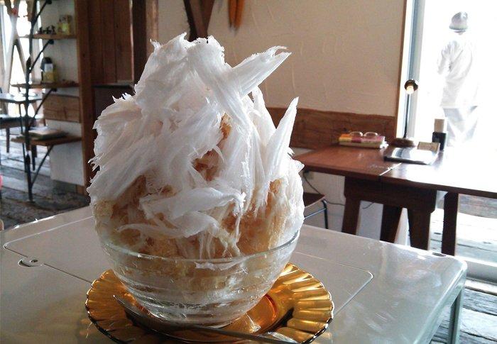 「アイリッシュコーヒー」  アイリッシュコーヒー+ミルク アルコール入りのアイリッシュコーヒーの大人ためのほろ苦いかき氷です。