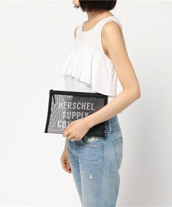 """小さなポーチは大きめのバッグと組み合わせれば""""バッグインバッグ""""としても重宝します。旅行ポーチにも◎"""