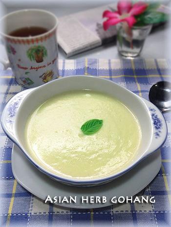 アスパラのグリーンがとってもキレイな冷製スープ。豆乳のこコクが加わり、バター不使用でも濃厚な味わいです。 ノンオイルでも満腹感も十分。朝食にもぴったりな一品です。
