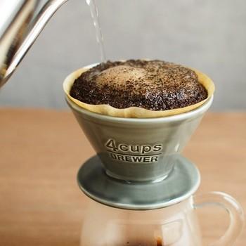 コーヒーを淹れたあとに残るかすも、茶殻と同じで消臭に役立ちます。こちらも、しっかり乾燥させるのがコツです。