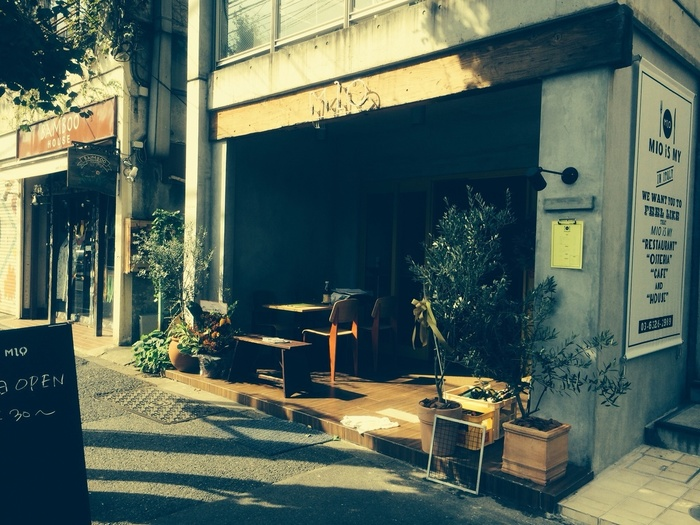 駒沢大学駅より徒歩10~15分。先程紹介した「IZM」さんの1階にあります。『日常にイタリアンを』というコンセプト通り、気軽にイタリアンを楽しむことが出来るお店です。