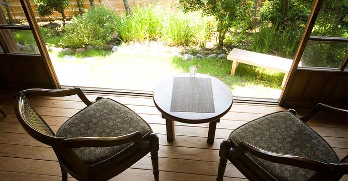 旧塚原伊勢松別邸を再利用してオープンしたカフェ。 葉山の文化に触れることの出来る、そんな空間です。