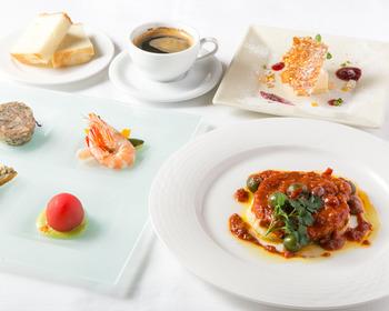 前菜盛り合わせ4種がついた贅沢なランチセットはとても贅沢ですが、気取りすぎずカジュアルに頂けるのも魅力です。