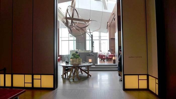 51階のメインダイニング、アンダーズタヴァン。洗練された空間に、盆栽、和洋折衷な内装の通り、お料理も日本食材をふんだんに使ったヨーロッパの地方料理を頂くことができるんですよ。