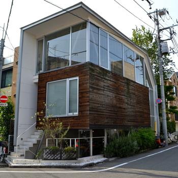 駒沢大学駅より徒歩15分程の場所にある看板が無い隠れ家的なカフェ。和食を中心にユニークなメニューばかりの1クセも2クセもあるお店です。