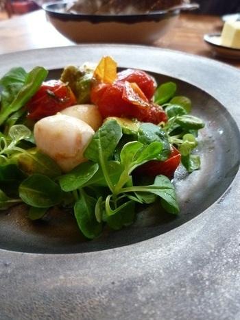 ローストチェリートマトとウズラの卵、アボカドマシューサラダなど、その他にもランチのコースもあります。一皿一皿丁寧に作られたヨーロッパの地方料理は、盛り付けもお味も、とても優雅な気分にさせてくれます。