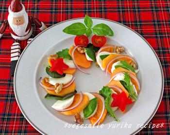 トマトの代わりを使ってカプレーゼはいかが?こちらにおすすめなのが柑橘系やバルサミコドレッシングです。柿のねっとりした食感と甘みをぞんぶんに味わえる一皿です。