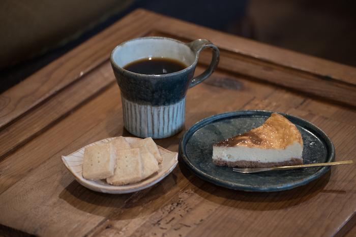 静かに過ごすのであれば、コーヒーでもお酒でも、スイーツでも好きなようにオーダーして時間を気にせず過ごせる空間が、fuzkueにはあります。