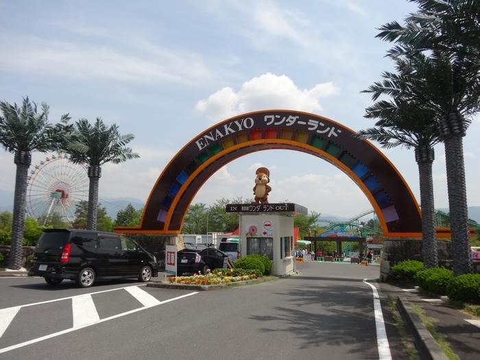 「恵那峡ワンダーランド」は、自然豊かな岐阜県中津川市・恵那峡に位置する昭和レトロな遊園地。1970年にオープンし、2000年に一時閉鎖されましたが、今は3月~11月の季節限定で開園しています。