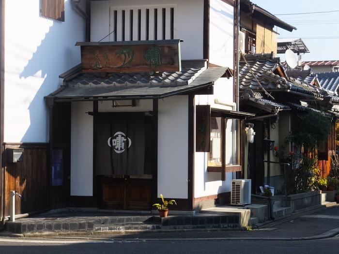 京都屈指の上生菓子と評判の老舗和菓子店「嘯月」。食べログの和菓子部門で全国一位に輝く名店です。