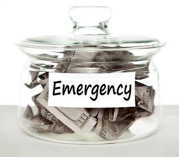 """お財布事情が苦しくてとっても困っている状況は「I'm broke...(お金がない…)」という表現が使えます。brokeはよく聞かれるbreak(壊す)の過去形としてではなく、""""broke(無一文の)""""を意味する形容詞です。"""