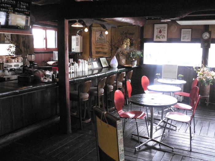 農場直営のファームレストラン。木を基調にした店内はぬくもり感たっぷり♡1階はカフェ、2階は眺めのいいレストランになっています。