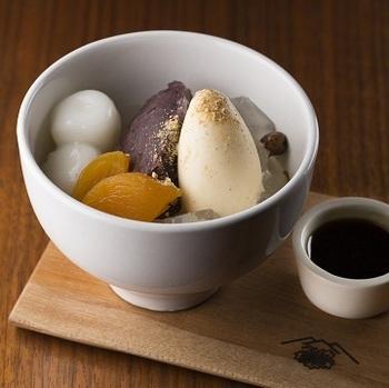 そして、スイーツもケーキだけじゃなく日本の甘味あんみつがあったり、なんだかほっこりする一面も。