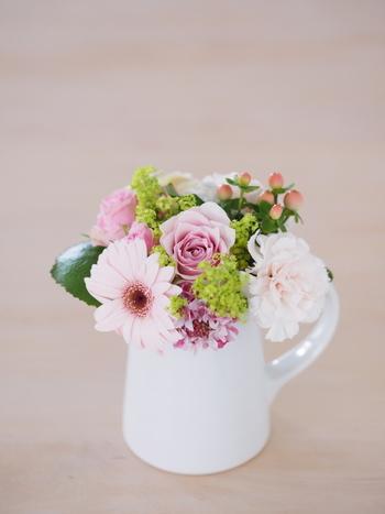 はじめは1種類だけで生けるのがおすすめです。慣れてきたら花の種類を増やしてみてください。