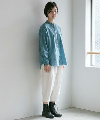 エフォートレスファッションは、肩肘張らないで、程よく力が抜けたファッションです。キレイめのアイテム同士でも、エフォートレスなら、程よくカジュアル感あるキレイめカジュアルに。